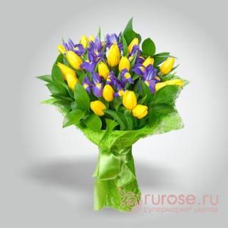 Букет из тюльпанов и ирисов «Весеннее небо»