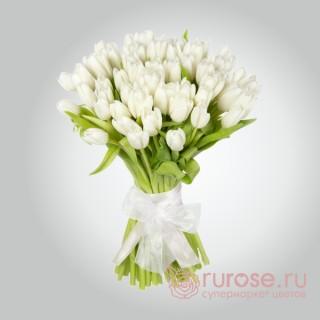 """Букет из 45 тюльпанов """"Белый луг"""""""