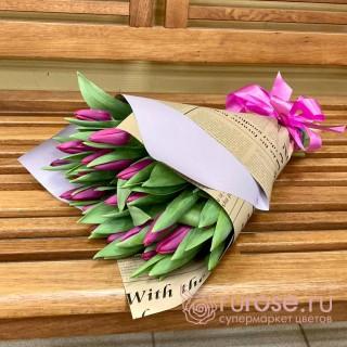 """Букет из 25 тюльпанов """"Маленький сюрприз"""""""