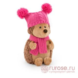 Ежинка Колючка в шапке с двумя помпонами