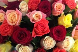 Почему букеты цветов популярны и можно ли купить недорогой букет?