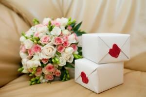 Какие цветы преподнести молодоженам