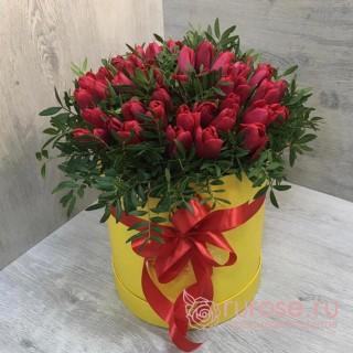 "Тюльпаны в коробке ""Красное боа"""